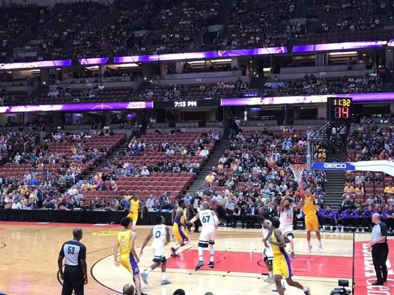 Honda Center, sección: 220, fila: F, asiento: 13