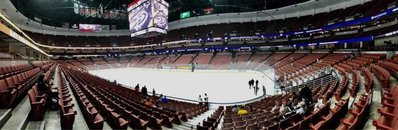 Honda Center, sección: 219, fila: Q, asiento: 10