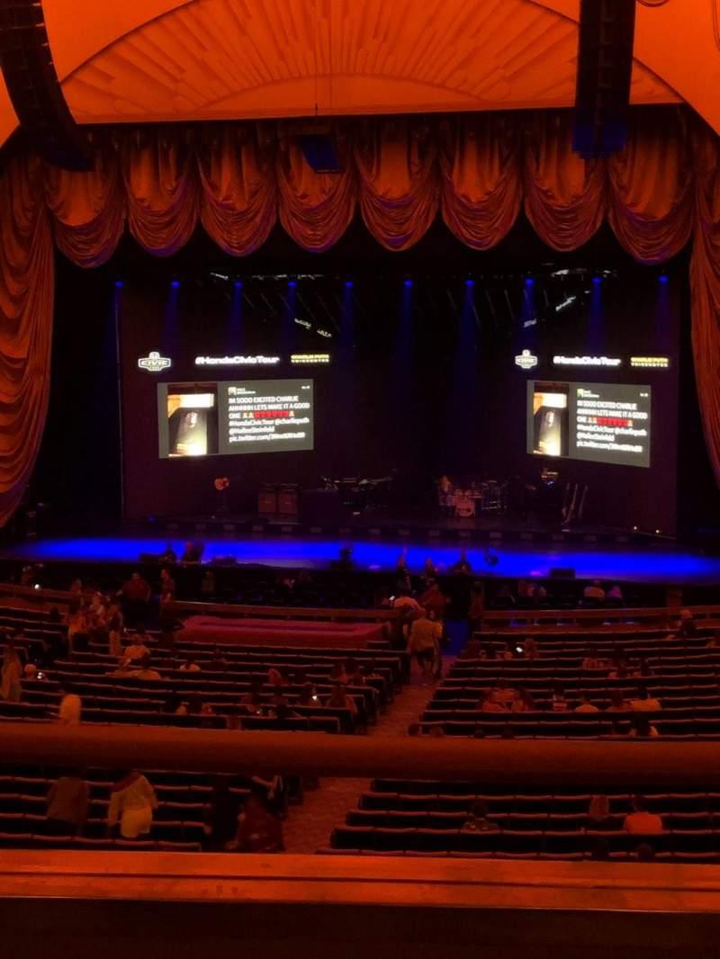 Radio City Music Hall, sección: 1st Mezzanine 3, fila: B, asiento: 305