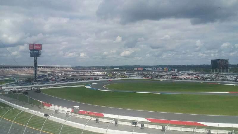 Vistas desde el asiento para Charlotte Motor Speedway Sección GNS DD Fila 18 Asiento 15