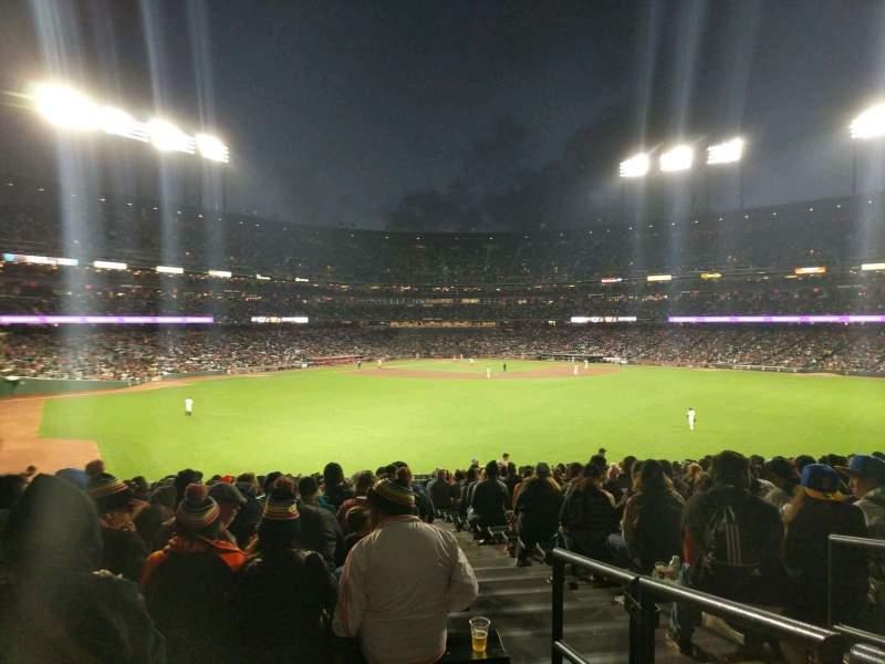 AT&T Park, sección: 144, fila: 33, asiento: 2