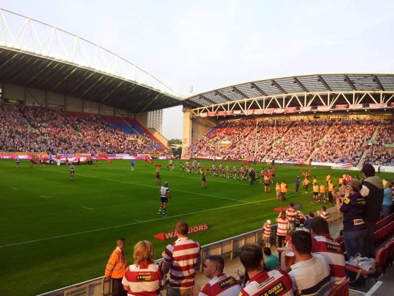 Vistas desde el asiento para DW Stadium Sección West Stand
