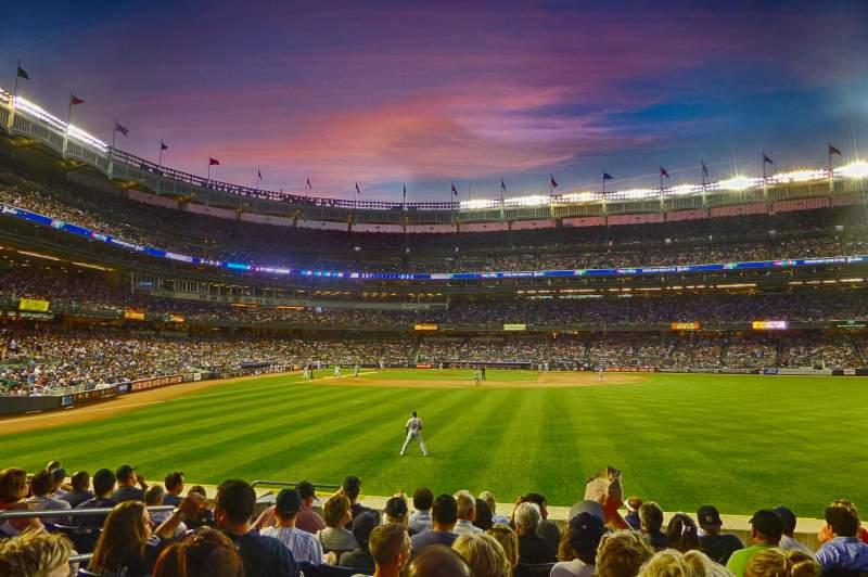Yankee Stadium, sección: 104, fila: 18, asiento: 20