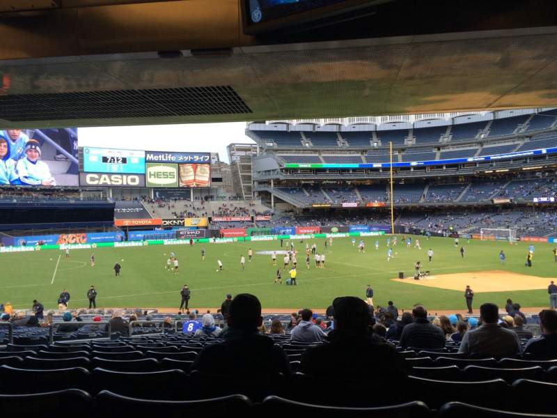 Vistas desde el asiento para Yankee Stadium Sección 127b Fila 30 Asiento 9