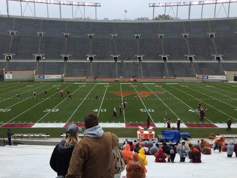 Lane Stadium, sección: 10, fila: EE, asiento: 2