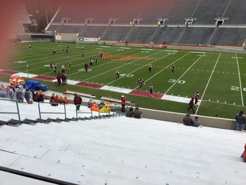 Lane Stadium, sección: 14, fila: CC, asiento: 24