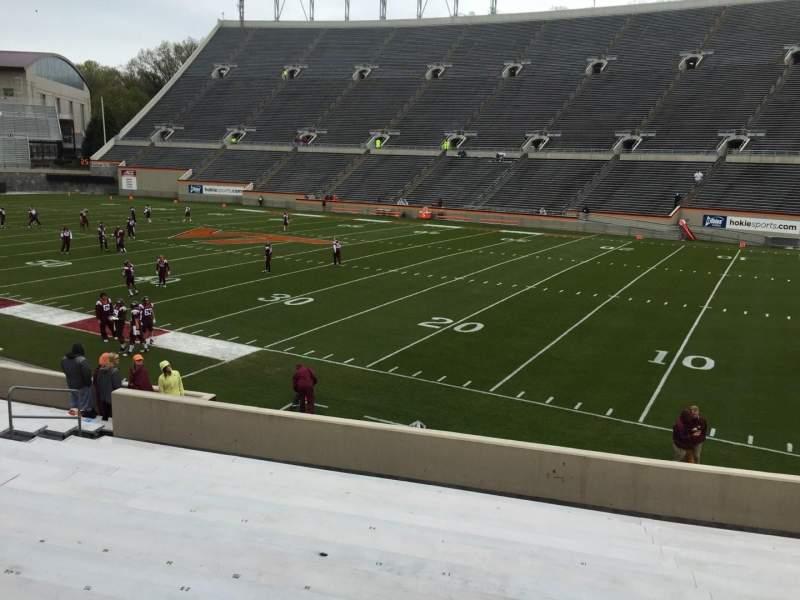 Lane Stadium, sección: 18, fila: W, asiento: 17