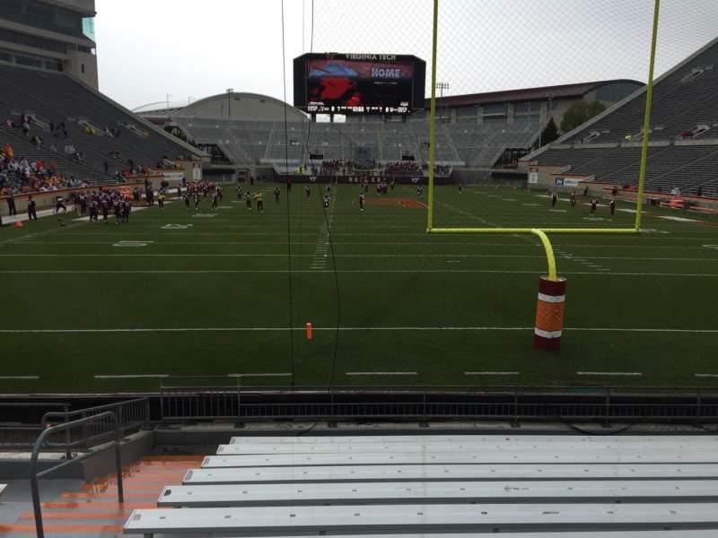 Lane Stadium, sección: 103, fila: M, asiento: 27