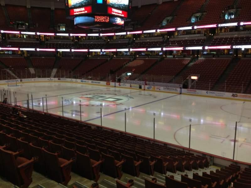 Honda Center, sección: 219, fila: R, asiento: 10