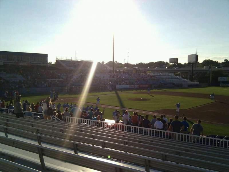 Frawley Stadium, sección: a, fila: 11, asiento: 6