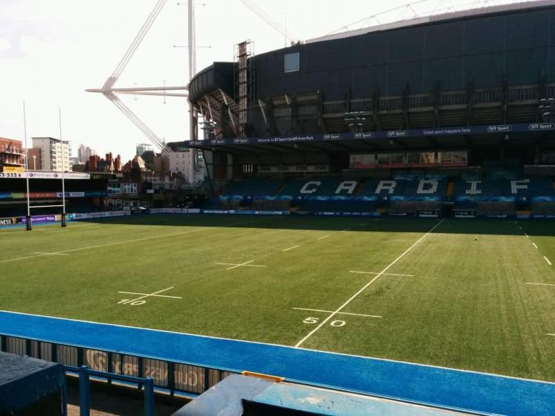 Vistas desde el asiento para Cardiff Arms Park Sección 13 Fila b Asiento 6