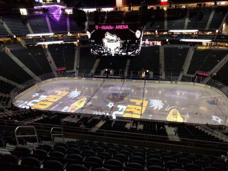 Vistas desde el asiento para T-Mobile Arena Sección 224 Fila j Asiento 8