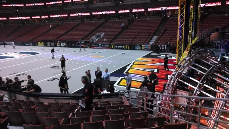 Honda Center, sección: 218, fila: L, asiento: 8