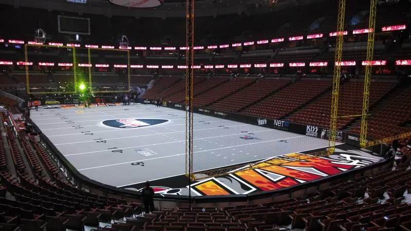 Honda Center, sección: 203, fila: S, asiento: 8
