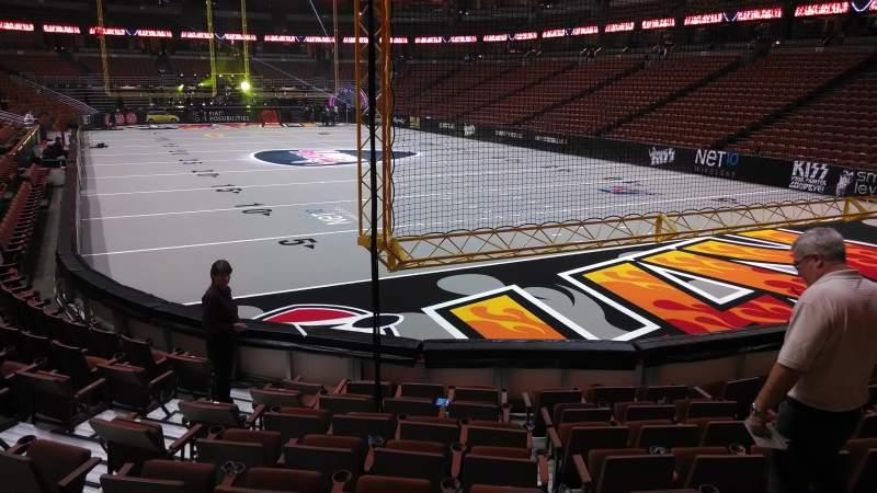 Honda Center, sección: 203, fila: J, asiento: 8