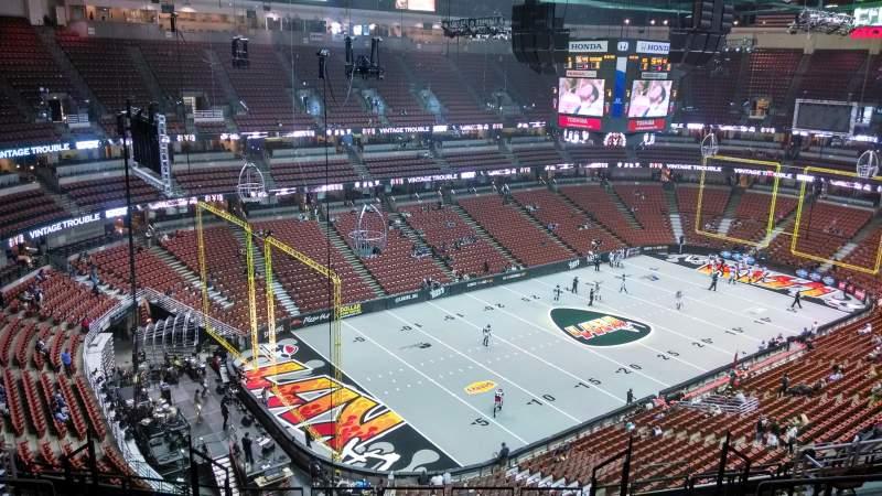 Honda Center, sección: 418, fila: M, asiento: 8