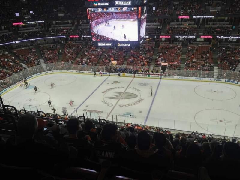 Honda Center, sección: 432, fila: M, asiento: 6
